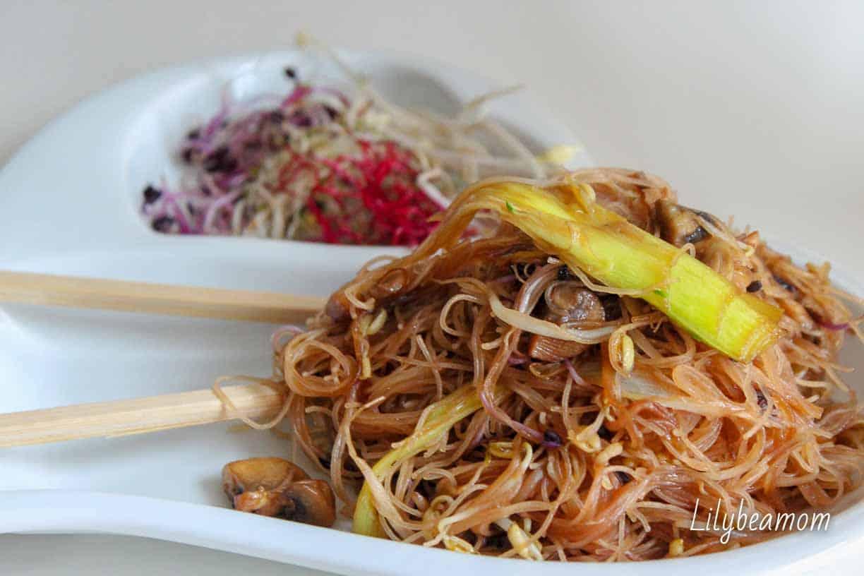 Spaghetti di riso con germogli misti | paninisopraffini.com